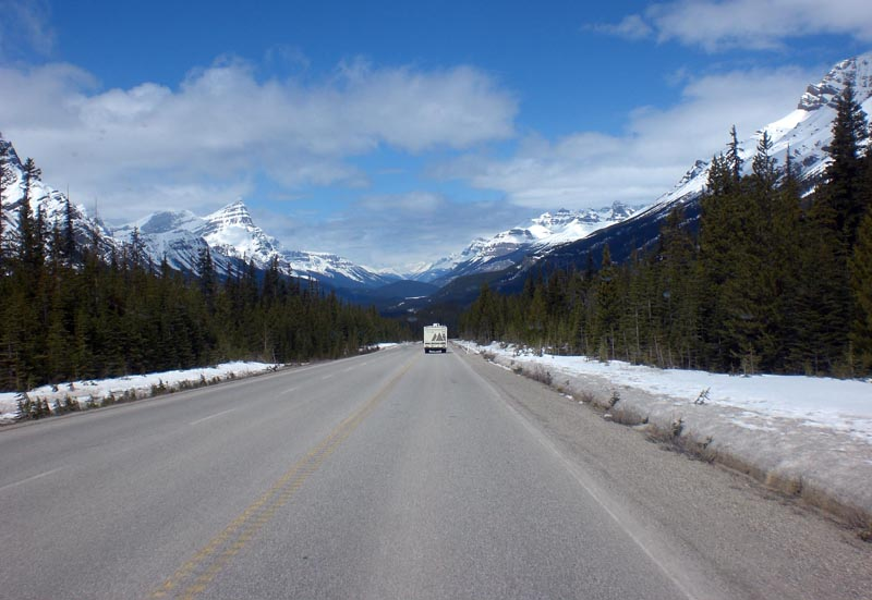 our motorhome op de Icefields Parkway in 2011