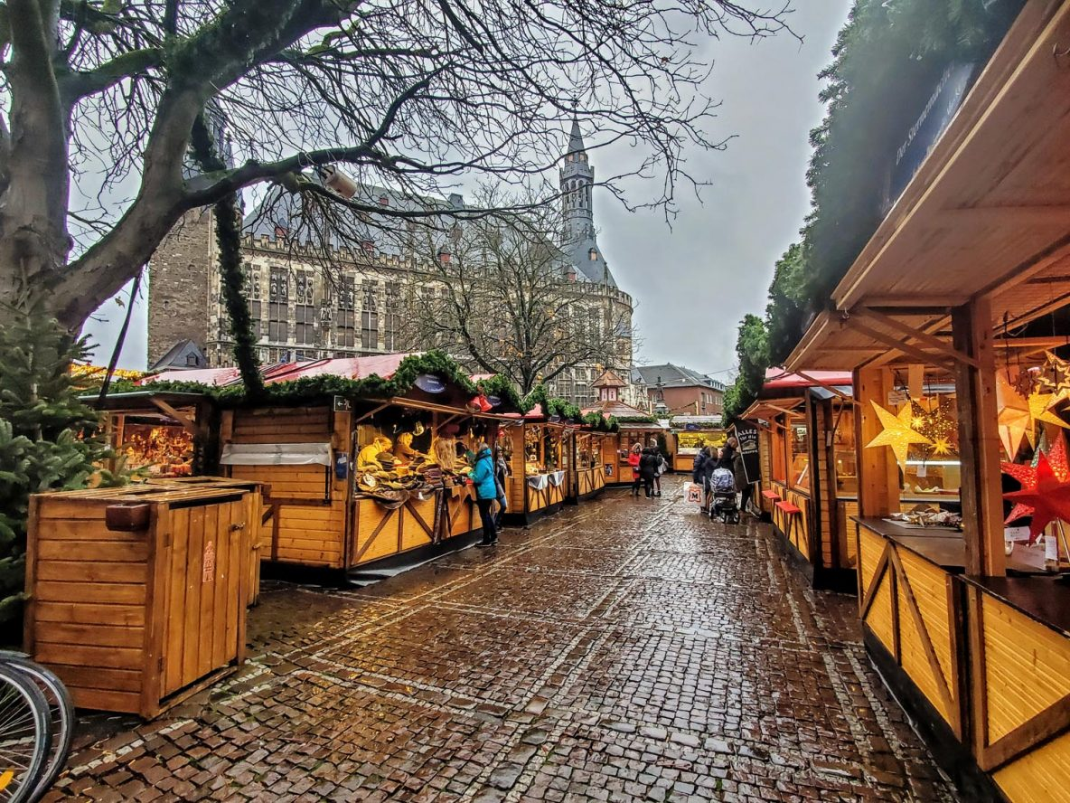 Christmas market and city hall in Aachen